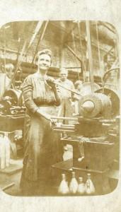 1 munkásnő a lőszertelepen
